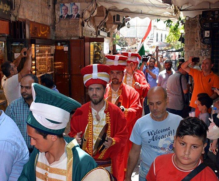 Lübnanın Trablus kentine gelen Mehter Takımı, Ramazan ayının yaklaşması münasebetiyle marşlar eşliğinde şehrin cadde ve sokaklarında gösteri sundu.