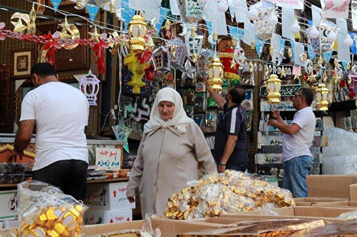 Lübnan Ramazan kandillerini yaktı