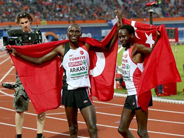 Avrupa Atletizm Şampiyonasında erkekler 10 bin metre finalinde milli sporculardan Polat Kemboi Arıkan altın, Ali Kaya ise gümüş madalyanın sahibi oldu.
