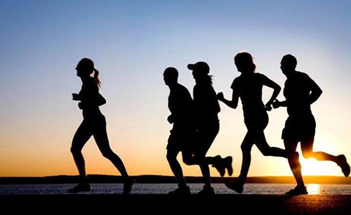Sağlık için, dengeli beslenip harekete geçin: Yapılan araştırmalar Türkiye'de erkeklerin yüzde 25'inin kadınların da yüzde 41'inin obez ya da aşırı kilolu olduğunu gösteriyor. Dünya'daki çocukların yüzde 20-25'inin obez olduğu ve bu çocukların yüzde 70'inin erişkinlikte de obez oldukları biliniyor. Obezite'nin dünyayı olduğu kadar Türkiye'yi de tehdit ettiği gerçeğinden yola çıkan Şenpiliç, 2015 yılında 'Dengeli Beslen, Harekete Geç' sloganıyla büyük bir sosyal sorumluluk projesi başlattı. Türkiye'nin en büyük beyaz et üreticisi Şenpiliç tarafından başlattılan 'Dengeli Beslen Harekete Geç' Kampanyası, ailelerinin beslenmesi konusunda kilit rol üstlenen kadınların dengeli beslenme ve egzersizin önemi konusunda bilinçlendirilmesini hedefliyor.