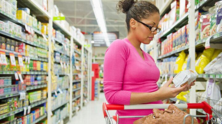 Etiket okuma alışkanlığı edinin: Light ürünlerin içindekiler listesi ne kadar uzunsa, o kadar şeker bulunma ihtimali var demektir. Bu yüzden light ürün diye adlandırılan gıdaları alırken etiketlerindeki şeker miktarına da mutlaka bakmak gerekir. Bir çay kaşığı, yani 4-5 gramdan az şeker içeren ürünler tercih edilmelidir.