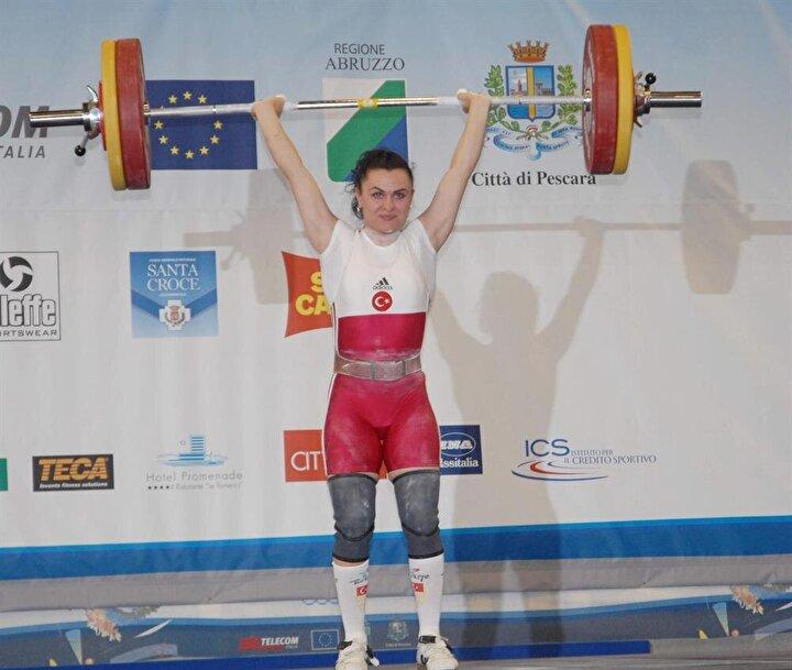 Halter: Sporcularımızın isimleri; Daniyar İsmayilov (erkekler 69 kilo), Mehtap Kurnaz (kadınlar 63 kilo), Duygu Aynacı (kadınlar 69 kilo), Assiya İpek (kadınlar 75 kilo)