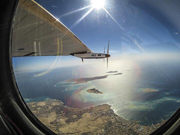 Solar Impulse projesinin internet sitesinde yer alan açıklamada, 2 gün önce Kahireden kalkan Solar Impulse 2nin bugün Abu Dabiye indiği böylece dünya turunu tamamladığı bildirildi.