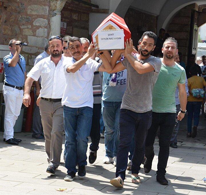 Muhammet Aydın ile kayınpederi Necati Yıldırım ise yaralandı.Demet Yıldırım Aydın ile çocukları Oğuz Kağan ve Ceylin Nazın cenazeleri uçakla İstanbula, buradan da Gebzeye getirildi. Türk bayraklarına sarılı cenazelerin Çoban Mustafa Paşa Camiine getirilişi sırasında yakınları gözyaşlarına boğuldu.