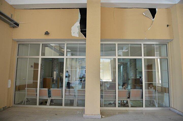Hastanenin 4üncü katında bulunan ve camları kırılan çocuk servisinde saldırı sırasında hasta bulunmaması facianın büyümesini önledi.