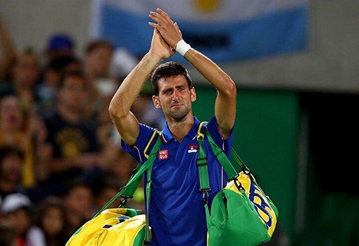 Novak Djokovic olimpiyata veda ederken gözyaşlarına hakim olamadı.
