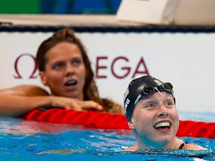Amerikalı ve Rus sporcuların skor tabelasına baktıkları andaki farklı tepkileri.