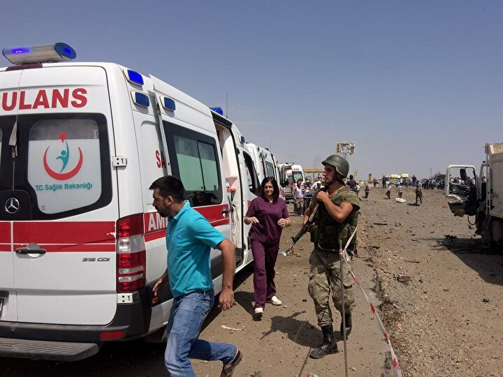 Diyarbakırda bomba yüklü araçla saldırı!