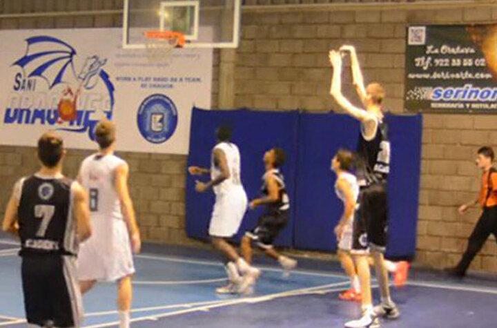 Geçen yıl basketbol oynamak yerine fizik kondüsyonunu düzeltmek için harcadı.