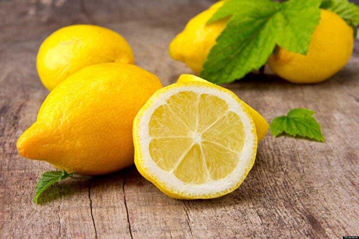 Kabartma tozuna benzer etkileri olan limonun pH değeri 2. Gergin ve aydınlık bir görünüm için tercij edilen limon, cildin üst tabakasına zarar vererek ciddi tahrişe sebep olabilir. Özellikle uygulama sonrası güneşe maruz kalması halinde zararın etkileri artar.