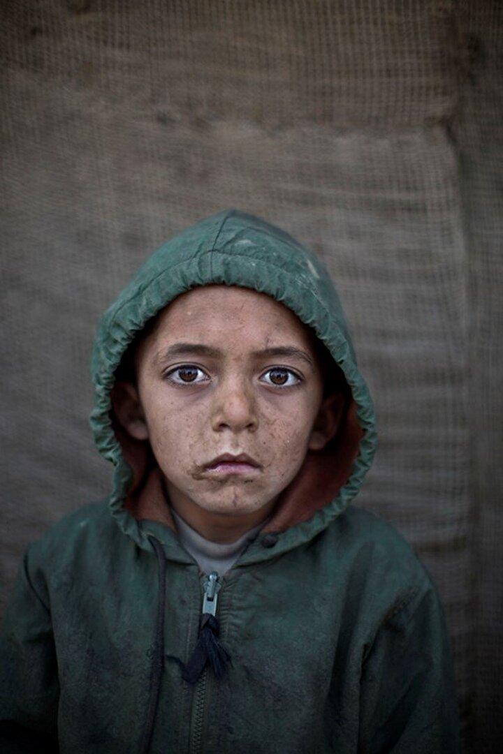 Bu çocuklardan çoğu kötü şartlar yüzünden okula gitmiyor. 6 yaşındaki Waheed Wazir.