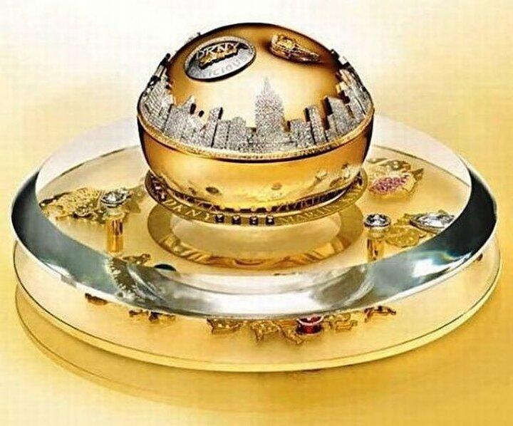 Altın ambalajlı parfüm 1 milyon dolara satıldı.