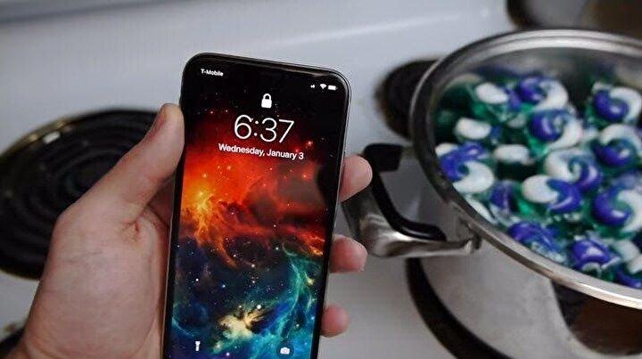 Fenomen kanal, yeni videosunda iPhone Xi bulaşık makinesinde kullanılan kapsül deterjanlarla pişirdi.