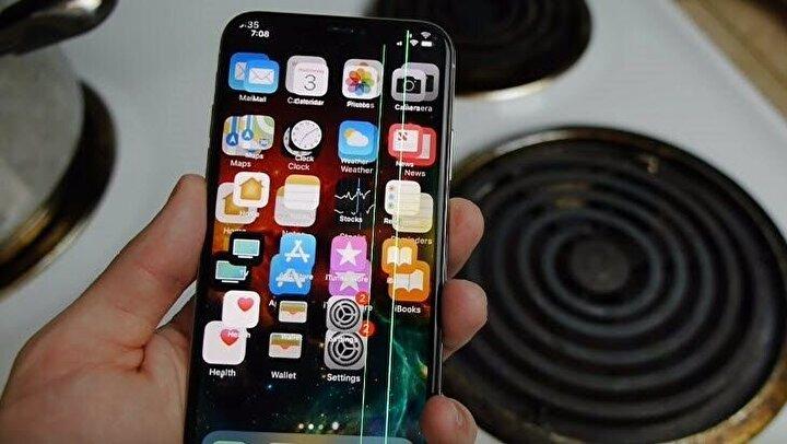iPhone X, bu akıl almaz testten sağlam çıkmayı başardı. Ancak ekranı birbirine girmiş haldeydi.