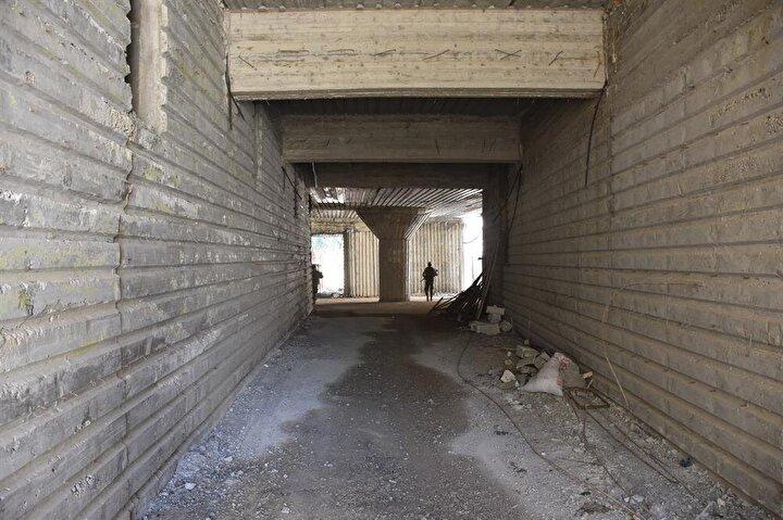 Lobiden de farklı yönlere devam eden 4 metre genişlik ve 5 metre yükseklikte 3 büyük koridor daha bulunuyor.