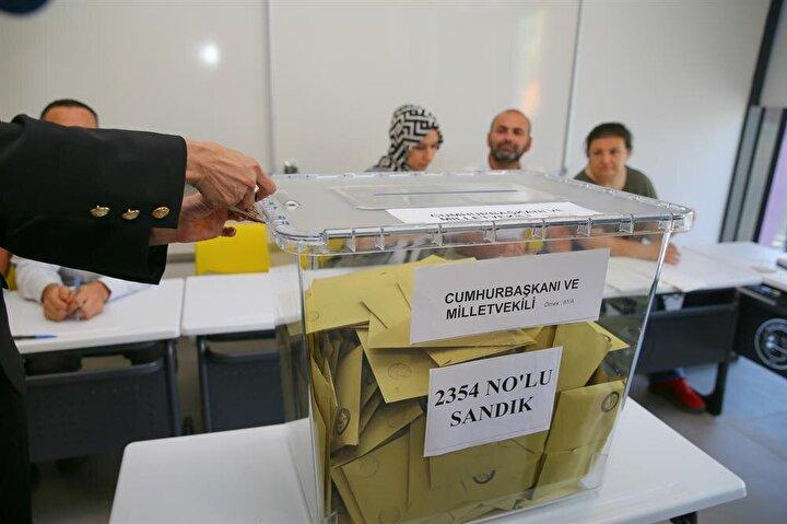 Yüksek Seçim Kurulu (YSK) kararına göre, Türkiyede saat 08.00de başlayan oy verme işlemi 17.00de tamamlandı.
