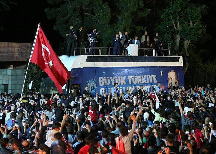 Cumhurbaşkanı Erdoğan, şu anda gelen bütün neticelerin yurt içi ve yurt dışında gayet olumlu, güzel olduğunu belirterek, şunları kaydetti: