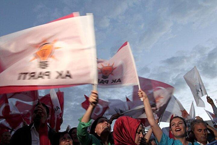 Vatandaşlar, Erdoğan ve Cumhur İttifakının resmi olmayan seçim sonuçlarını kutladı.