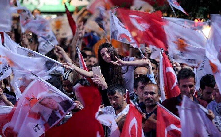 Oyların%52,4ünü alan Cumhurbaşkanı Erdoğan, tarihi bir zafere imza attı.
