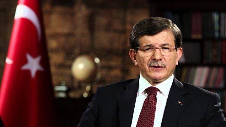 Meclise veda eden isimlerden birisi de eski başbakanlardan Ahmet Davutoğlu. 24. Dönemde 2011de AK Parti Konya Milletvekili olarak parlamentoya giren Ahmet Davutoğlu, 60 ve 61. hükümetlerde Dışişleri Bakanlığı, 62 ve 63. hükümetlerde Başbakanlık görevini üstlendi.