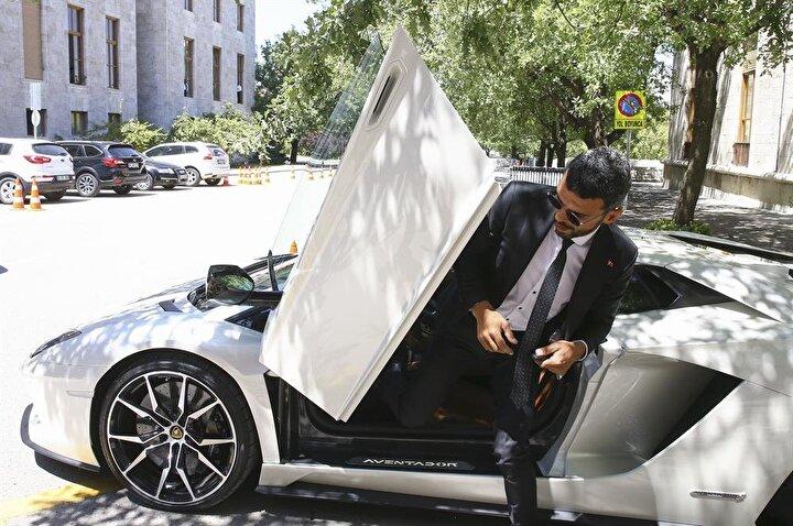 Meclise spor arabasıyla gelen Sofuoğlu, bir gazetecinin Neden motorla değil de arabayla geldiniz sorusuna, Motorla daha yoğun zamanlarda gelmek istiyorum. Bugün burası sakindir dedim. yanıtını verdi.