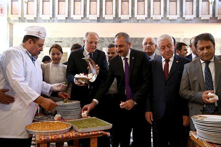 Adalet Bakanı ve AK Parti Gaziantep Milletvekili Abdulhamit Gül, TBMMye gelerek kayıt yaptırdı.