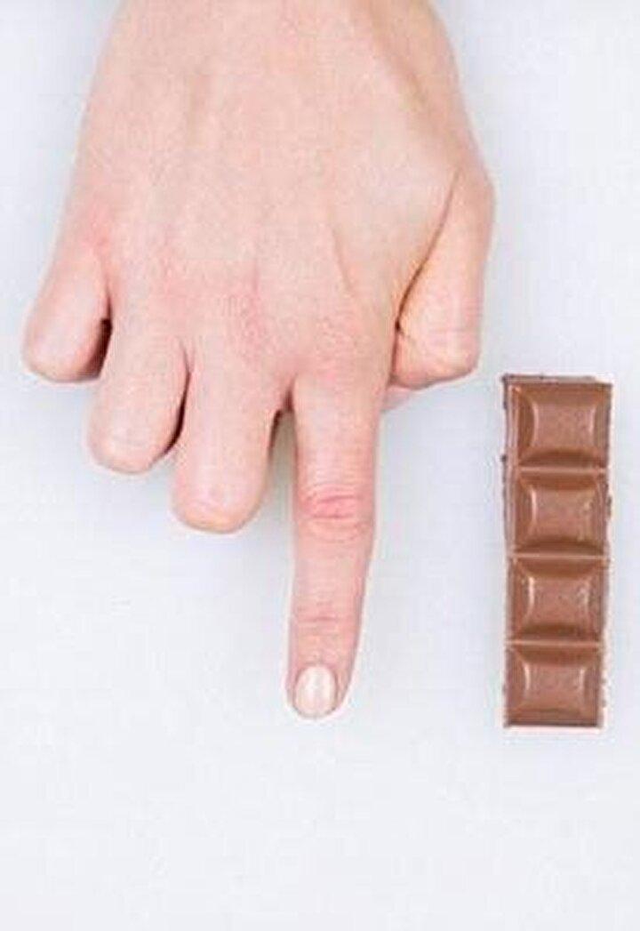 Çikolata severlere üzücü ve yetersiz bir ölçü olsa da en ideali parmak boyu kadar olanı.