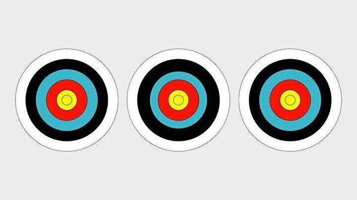 Ortadaki hedef tahtası diğerlerinden farklı.