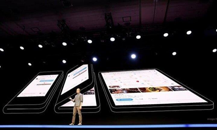 Samsung, uzun süredir merakla beklenen katlanabilir ekranlı telefon teknolojisini San Fransicoda düzenlenen toplantıda görücüye çıkardı.