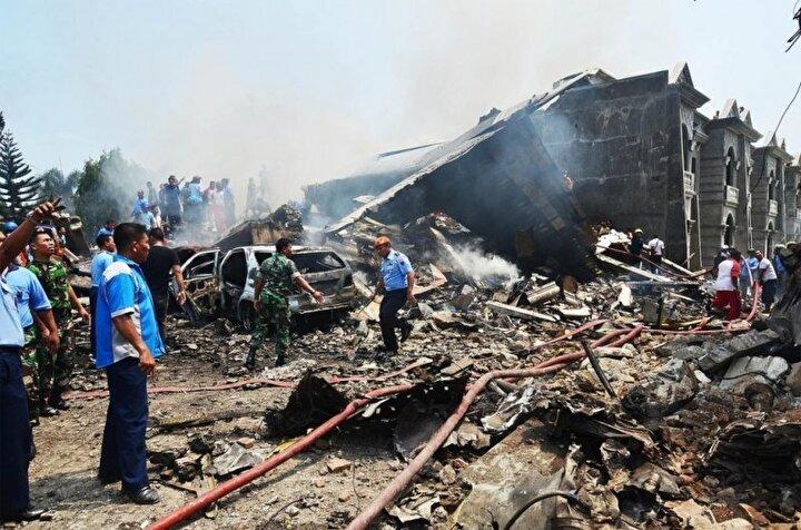 2 Mayıs 2008 yılında Myanmarda gerçekleşen Nargis Kasırgası'nda hayatını kaybedenlerin sayısı 80 binin üzerinde ve 50 binin üzerinde de kayıp var.