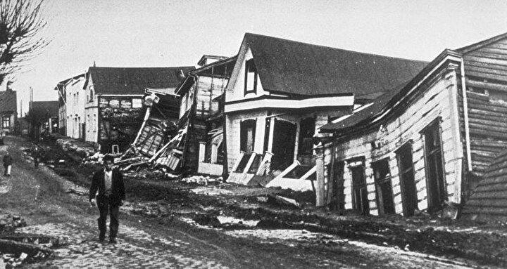 22 Mayıs 1960 Şili depremi bilinen en büyük deprem olarak 9.5 seviyesinde 10 dakika sürdü. Bu deprem sadece Valdiviayı etkilemekle kalmayıp 700 kilometre ilerideki Hawaiyi bile etkiledi. 25 metreye kadar uzanan tsunami dalgaları depremin etkisini okyanus ötesi kıyılara da ulaştırdı. Bu depremin şiddeti bin adet atom bombasının oluşturacağı şiddet ile eşdeğer. Böylesine etkili bir depremde 6 bin kişi hayatını kaybetti.