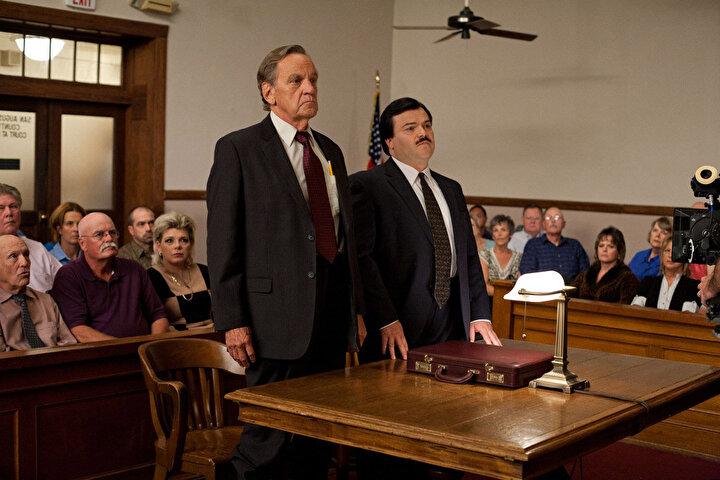 Bernie, iyilerinde kötülük yapabileceğini herkese gösteriyor. Yönetmenliğini Richard Linklaterın üstlendiği komedi filminin başrollerini ise Jack Black, Shirley MacLaine ve Matthew McConaugheyi paylaşıyor.