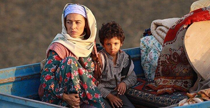 Yönetmenliğini, Türkiyenin geçen yılki Oscar yarışı için aday adayı olarak gönderdiği Aylanın yönetmeni Can Ulkay ve Romantik Komedi filminden 8 yıl sonra tekrar yönetmen koltuğuna oturan Ketche'nin (Hakan Kırvavaç) üstlendiği filmin senaryosunu Hakan Günday ve Gürhan Özçiftçi kaleme aldı.