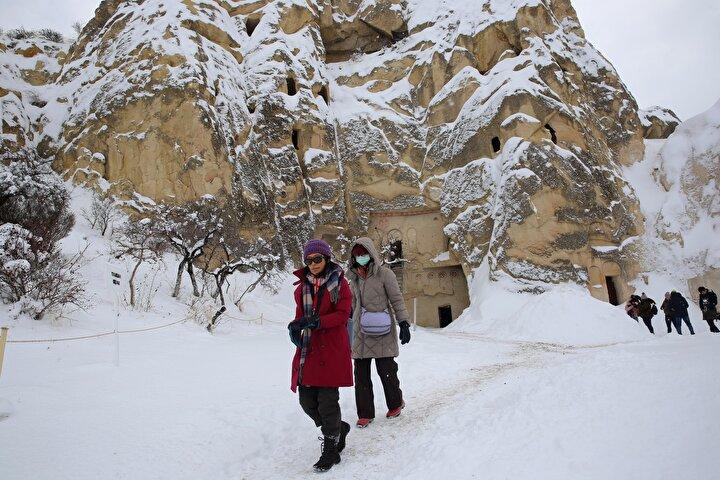 Cingil, Kapadokyaya gelen 3 milyona yakın misafirimizin yolu muhakkak beldemizden geçiyor. Göreme nüfusu 2 bin 150 ama nüfusumuzun en az bin katı turisti Göremede misafir ediyoruz. Bu büyük bir potansiyel. dedi. Beldenin tanıtımına katkı sağlamak amacıyla yurt dışı ve yurt içindeki çeşitli turizm fuarlarına katıldıklarını anlatan Cingil, sözlerini şöyle sürdürdü: