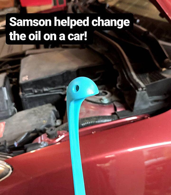 Örneğin Samson arabanın yağını değiştirmeye yardım ediyor
