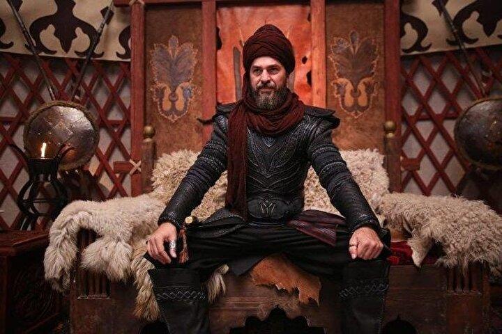 Burak Özçivit ve Engin Altan Düzyatan birbirleriyle ilgili hiçbir açıklama yapmadı.