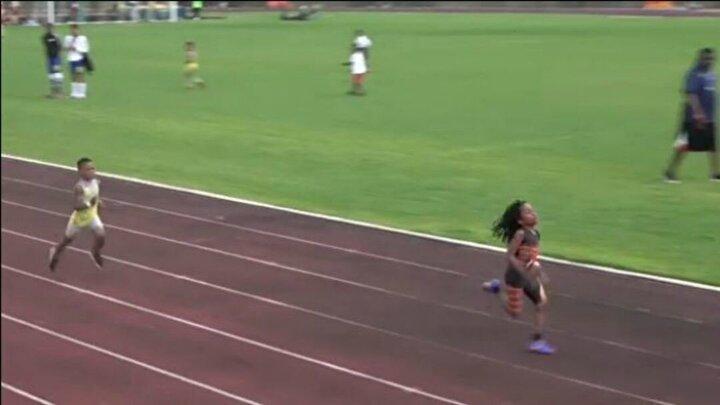 100 metreyi 13.48 saniyede koşarak yaşıtlarını pistte zorlanmadan geride bırakan minik atletin 7 yaşında olmasına rağmen 10u altın olmak üzere 36 madalyası bulunuyor.