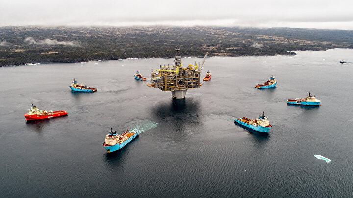 Ayrıca geçen yıl toplam geliri en yüksek şirket 388,4 milyar dolarla yine Shell oldu. Bunu, 298,76 milyar dolarlık toplam gelirle BP ve 290 milyar dolarlık gelirle ExxonMobil izledi.