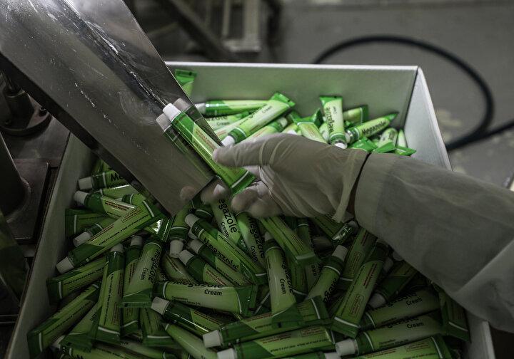 Taban, 20 sınıf ilaç üretiminde kullanılan 15 ham maddenin girişine de İsrail tarafından hiçbir zaman izin verilmediğini kaydetti.