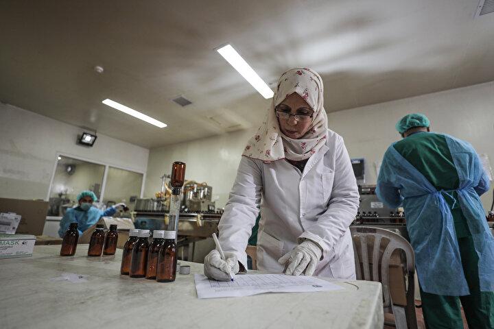 İSRAİL İLAÇ İHRACATINI ENGELLİYOR -  Fabrika müdürü Astal, ham maddenin giriş izni ile beraber İsrailin 2007den beri üretilen ilaçların ihracatını da engellediğini belirterek, 2007-2008 yıllarında 1,5 yıl üretimi durdurduklarını, bölgesel ve uluslararası insan hakları örgütlerinin araya girmesiyle üretime yeniden başladıklarını söyledi.