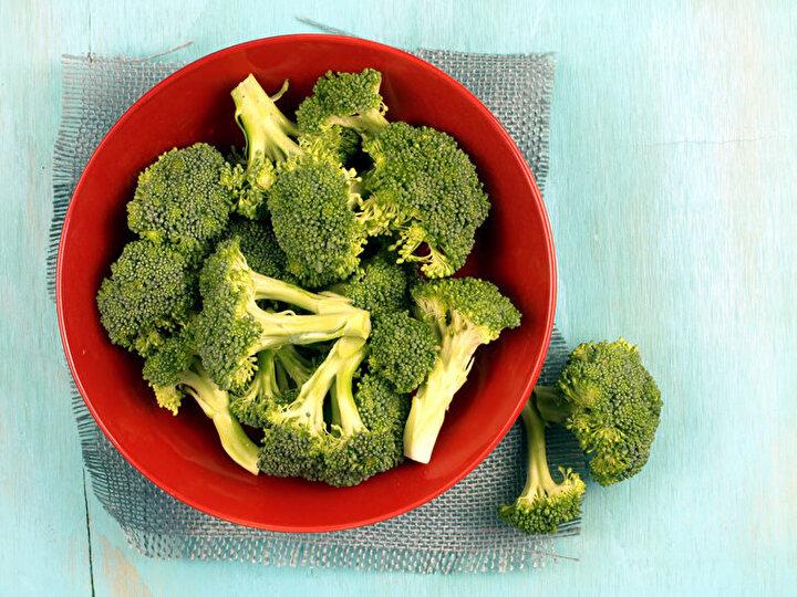 Uzun saplı brokoli: Çiçek kısmı daha küçük, sap kısımlarının ise daha uzun olduğu turpgiller familyasına ait brokoli çeşididir.