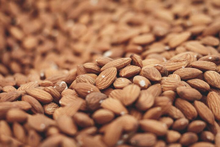 Badem: Doymamış yağ asitleri bakımından zengindir. Diyabete ve kalp damar sağlığına iyi gelmektedir.