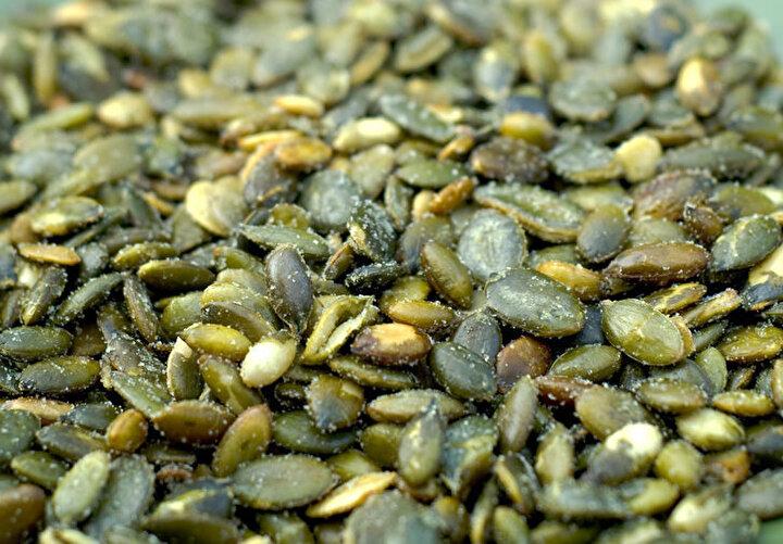 Kabak çekirdeği: Bitki kökenli demir ve magnezyum kaynağıdır. Beyin sağlığı için önemlidir. Günlük olarak bir avuç tüketilmesi önerilir.