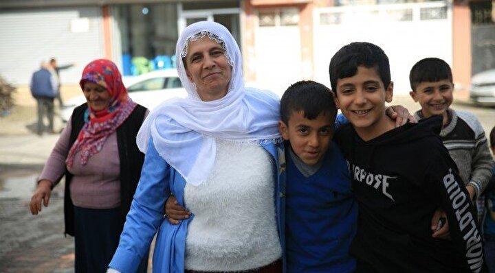 Batman'da 31 Mart 2019 yerel seçimlerinde birçok mahallede yüzlerce muhtar adayı yarıştı. Muhtar adayları arasında en dikkat çekeni ise 31 Mart seçimlerinde birçok mahalleden kadın muhtar adaylarının olmasıydı. Kent merkezinde muhtarlık için yarışan 25 kadın muhtar adayından 6 çocuk annesi 49 yaşındaki Fatma Türkan, mevcut muhtara yaklaşık 100 oy farkla Sağlık Mahallesi'nin yeni muhtarı seçilmeyi başardı. Sağlık Mahallesi Muhtar Adayı Fatma Türkan, 7 erkek rakibini geride bırakarak, en fazla oy oranı ile muhtar seçildi. Böylece Batman'ın ilk kadın muhtarı oldu.