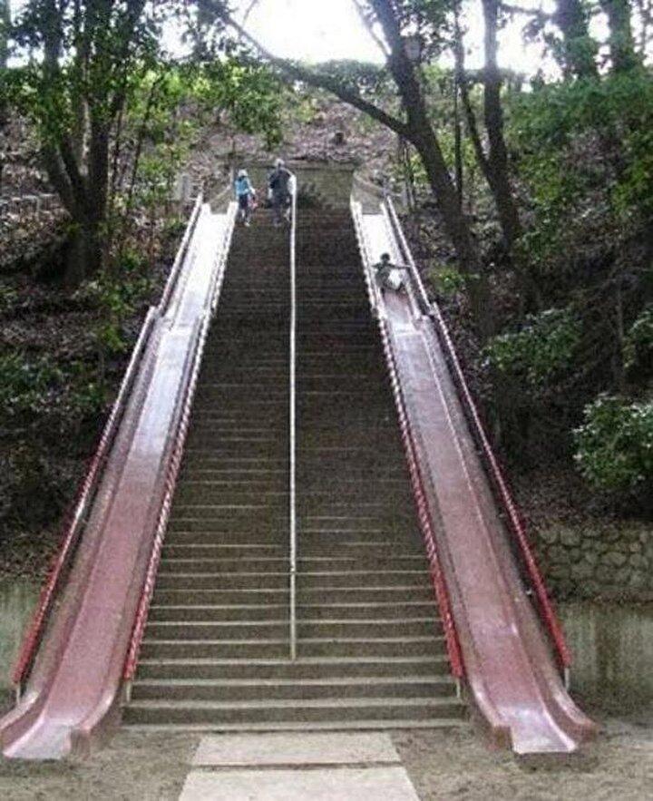 Merdivenlerden inmek yerine saniyeler içinde kaymak hem eğlenceli hem de hızlı bir çözüm!