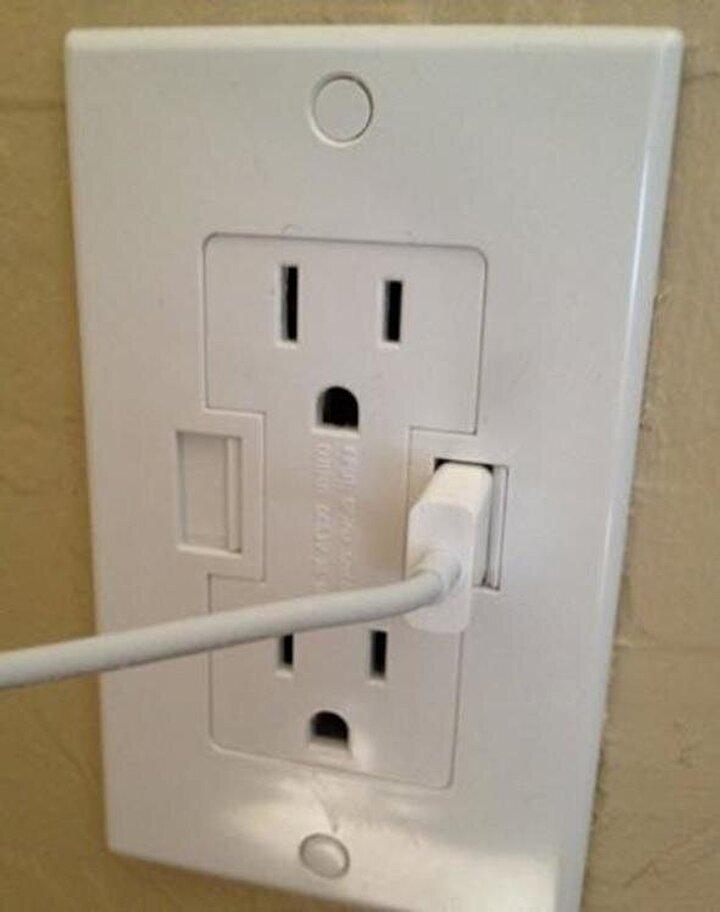 USB girişleri de bulunan prizler...