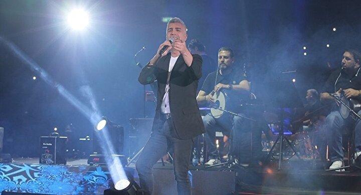 Özellikle ABDnin skandal Kudüs kararının ardından 2018 turneleri kapsamında İsraile gitmeyi planlayan birçok sanatçı, protesto amacıyla konserlerini tek tek iptal etti. Roger Waters, Elvis Costello, Shakira ve Lorde gibi sanatçılar siyonist yönetimin katliamlarını ve hukuk tanımaz uygulamalarını protesto etmek için İsrail'e gitmeme kararı aldı. Buna rağmen Özcan Deniz ve Aslı Enverin konser vermesi sosyal medyayı karıştırdı.