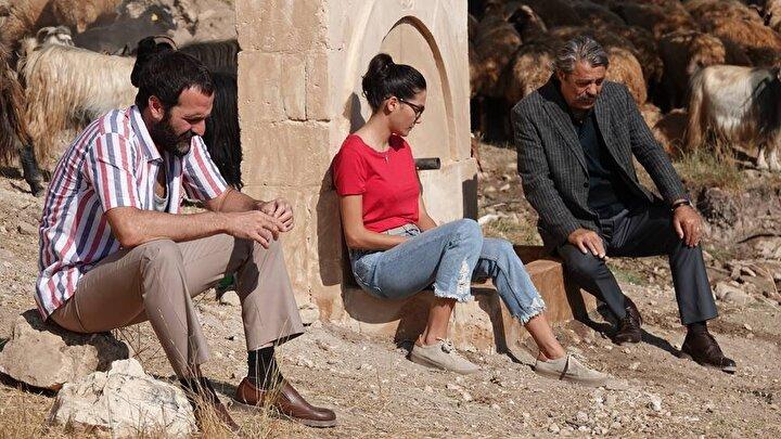 Nihat Durakın yönetmenliğini yaptığı ve Kadir İnanırın başrolünde yer aldığı Kapı, izleyici ile buluşacak.