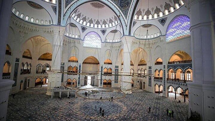 Çamlıca Camii, Peygamberimiz efendimizin yaşamış olduğu 63 yıla atfen, 63 bin kişinin aynı anda ibadet edebileceği şekilde planlandı.