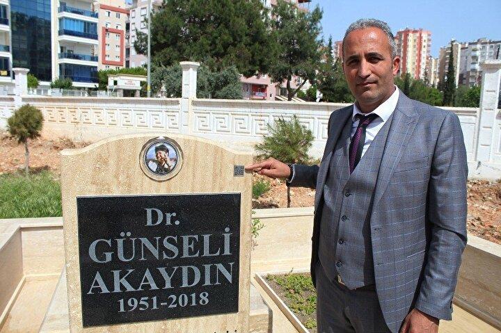 Antalya'da, mezar bakımı ve mezar taşı yapan Cenaze Hizmetleri Derneği (CENHİZDER) Genel Başkanı Mehmet Çetin, gelişen teknolojiyle birlikte mezar taşlarında karekod uygulamasını başlattı.